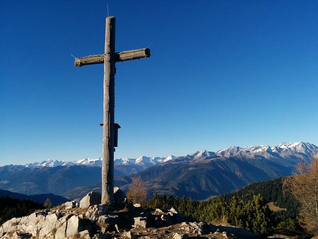 Ausblick vom Gipfelkreuz des Kühwiesenkopfs
