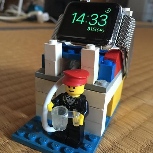 Apple Watch スタンド、プロトタイプ。見た目は後で直すけど、この形でいけそう。 #applewatch
