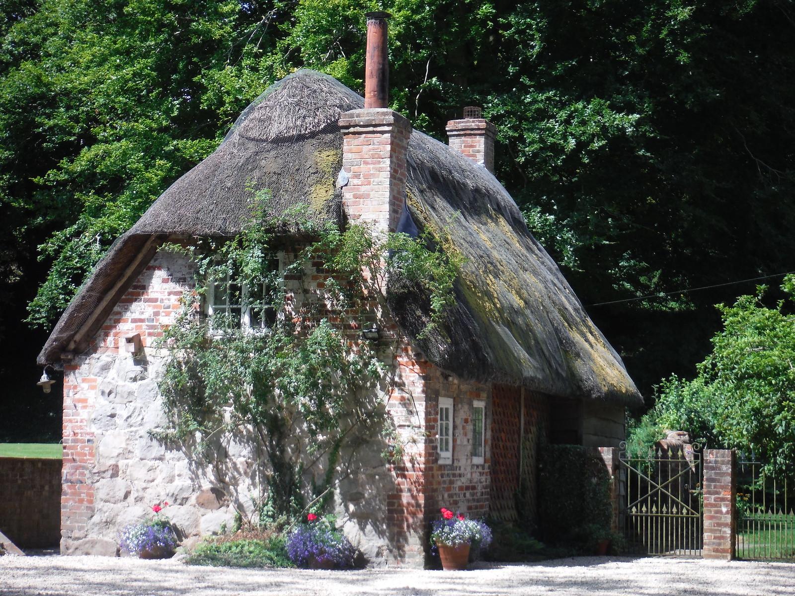 Dene House, Lockeridge SWC Walk 255 Pewsey or Marlborough Circular via Avebury