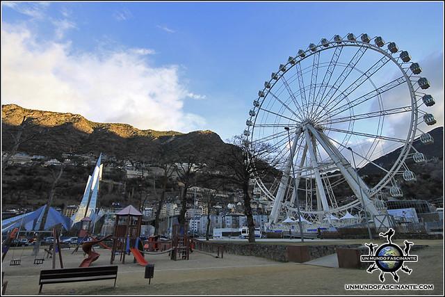 Noria de Andorra La Vella y Balneario Caldea, Andorra.