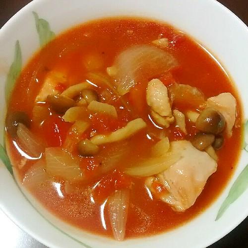 保温鍋で鶏もも肉のとろとろトマト煮込み!