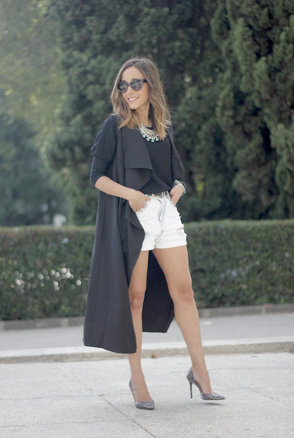 Black Vest Sheinside Shorts Outfit20