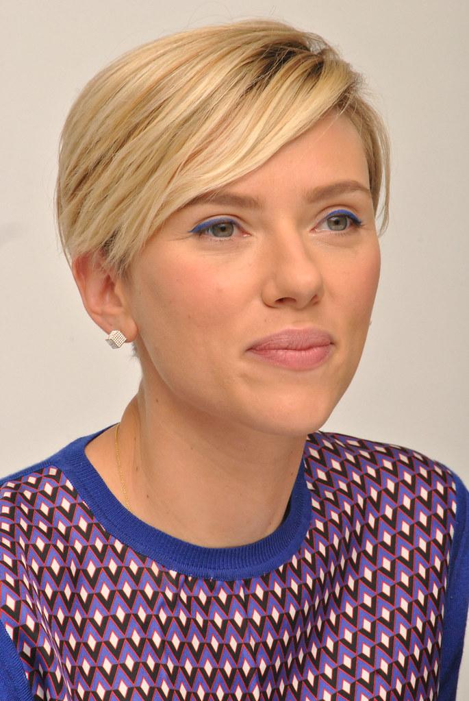 Скарлетт Йоханссон — Пресс-конференция «Мстители: Эра Альтрона» 2015 – 64