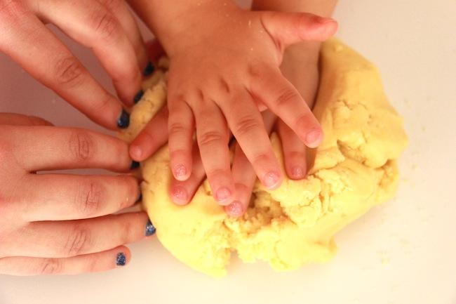 Sablés_de_Noël_à_4_mains_à_réaliser_avec_les_tout_petits_blog_pâtisserie_la_rochelle_9