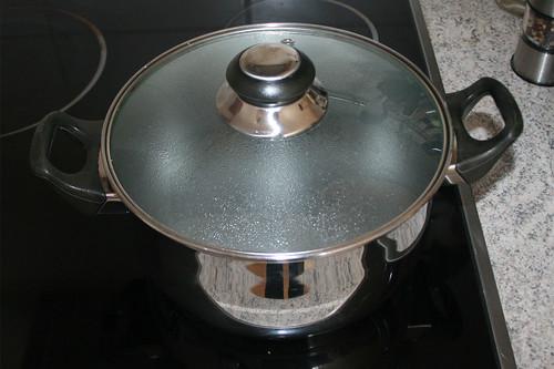 13 - Topf mit Wasser aufsetzen / Bring water to a boil
