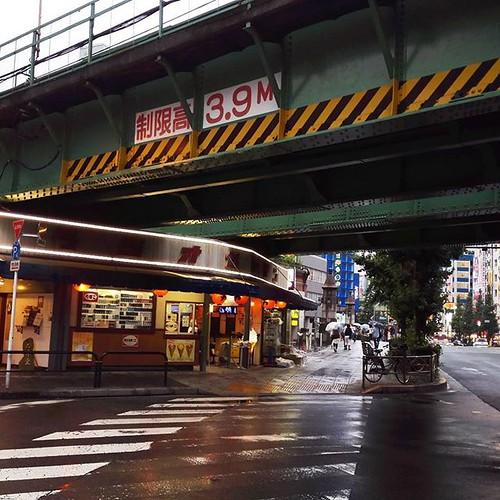 元、万世橋駅。高架下。