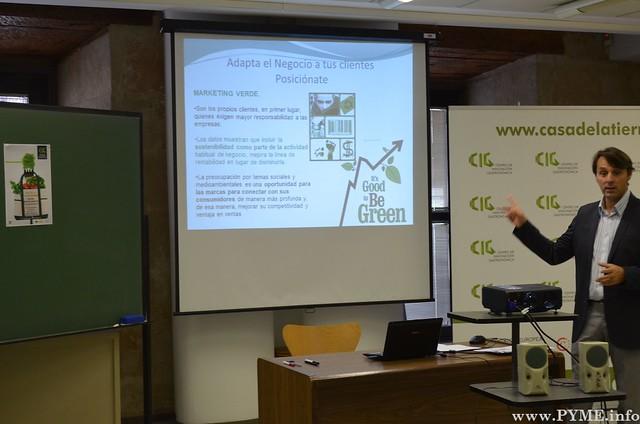 Javier Meana de AQ5Tastes explicando los beneficios de ser ecológicos