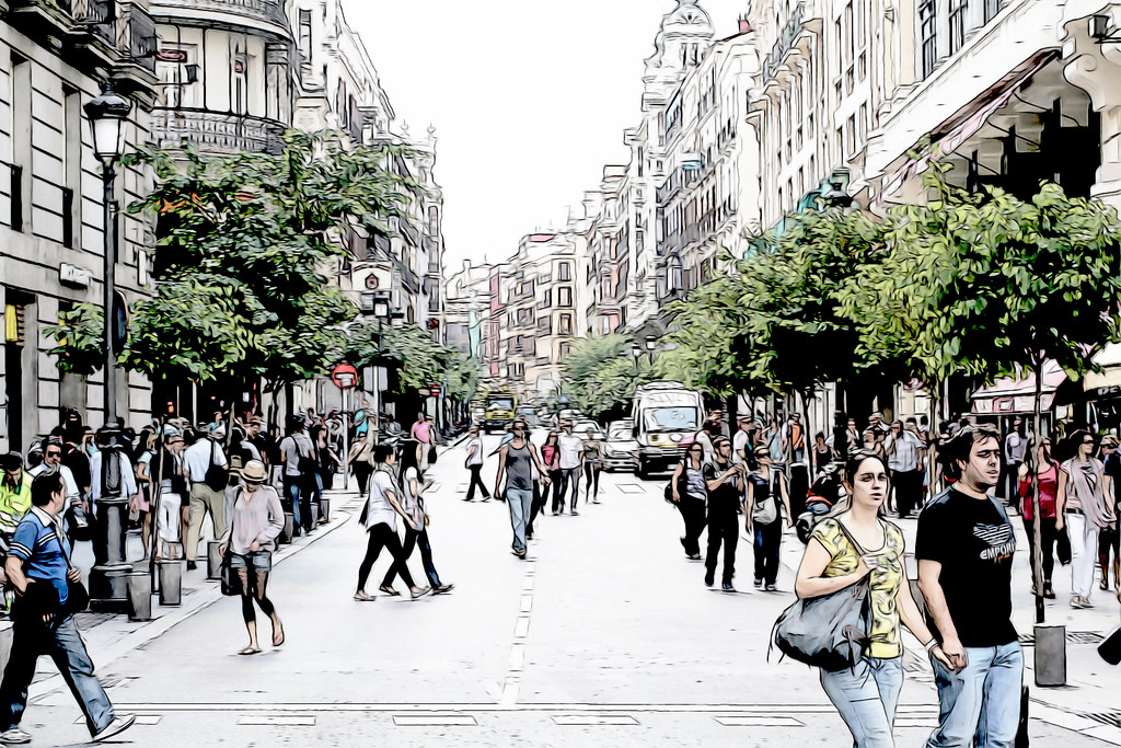 ajetreo en las calles del centro de Madrid
