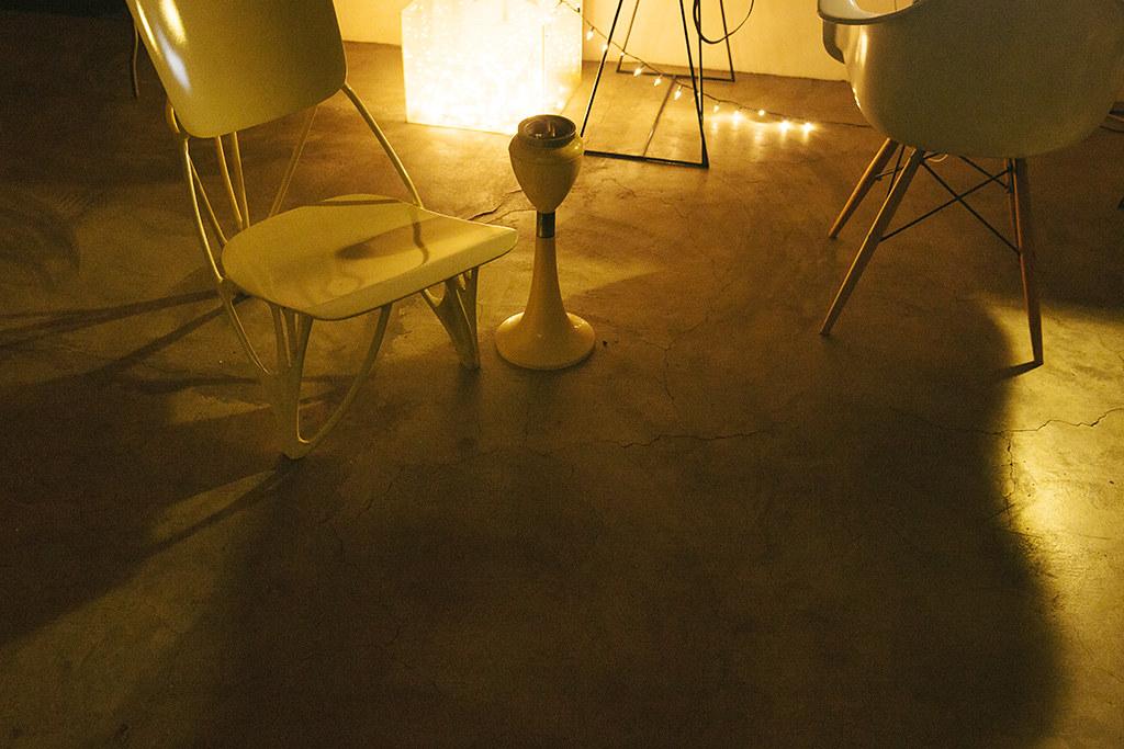 1024px 0561bobbys_furniture