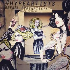 Entrevista para @hype_011 ! #suriani #streetart #wheatpaste #parisstreetart #queerart #dragqueen #rupaul #rpdr #rupaulsdragrace #queerstreetart #queerart