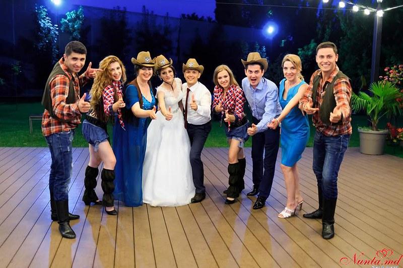 Dansatori Profesionişti la Nunţi şi Cumătrii ARTaDance > Foto din galeria `Despre companie`