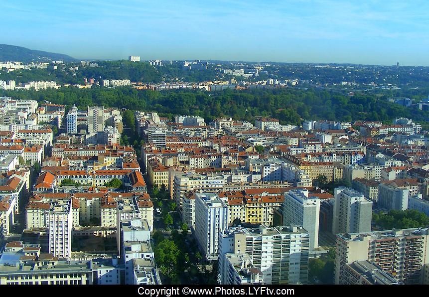 Lyon, le parc de la tête d Or vue depuis la tour Incity
