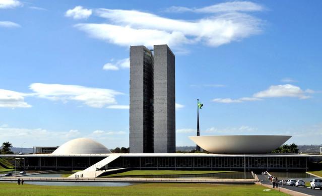 Valores pagos a congressistas brasileiros são os maiores da América Latina