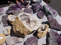 jewellery(0.0), amethyst(1.0), purple(1.0), mineral(1.0), gemstone(1.0), igneous rock(1.0), geology(1.0), crystal(1.0), rock(1.0),