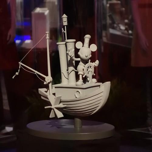 上海ディズニーリゾートのエントランスに置かれる噴水のマケット。