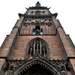 Die Trauung findet am 24.10.2015 in der katholischen Bernharduskirche statt, die mit 93 Meter das höchste Gebäude in Karlsruhe ist.