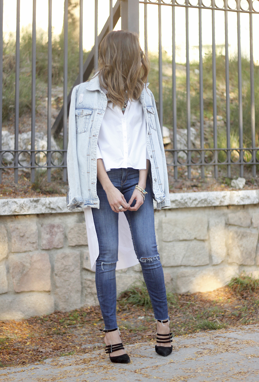 Denim Jacket Jeans White Shirt Black Heels outfit20