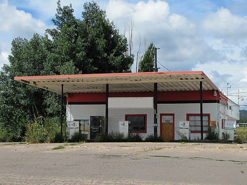 newmexico abandoned architecture awning highdesert smalltown servicestation trespiedras