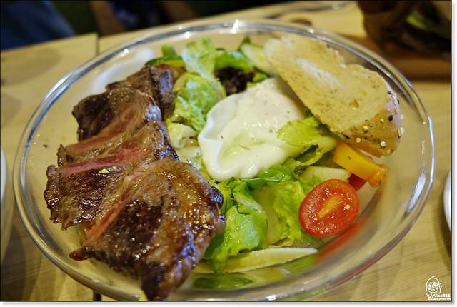 23377887274 53158bac7c z - 『熱血採訪』 查查路.Zazzazu-文心家樂福內平價輕食義大利料理餐廳,份量大兼具美味誠意十足,創意活潑的設計風格很受歡迎。