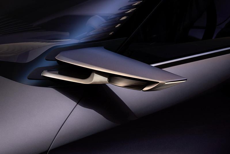 Камеры вместо зеркал заднего вида Lexus UX