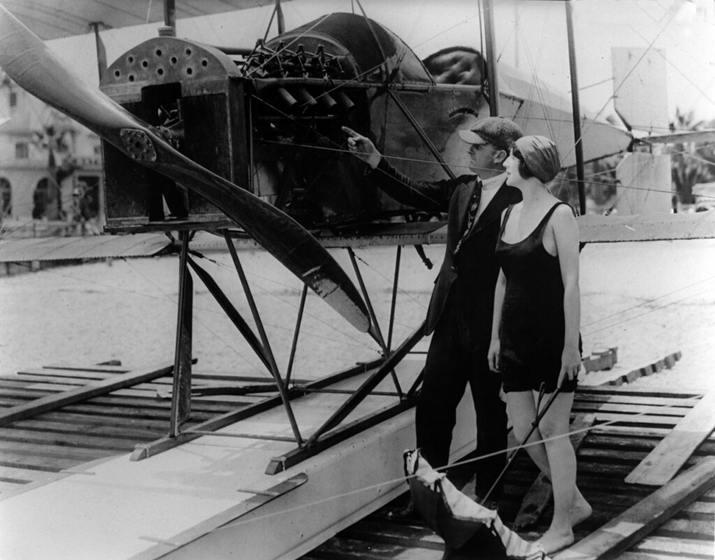 Actresses And Airplanes_Circa 1915