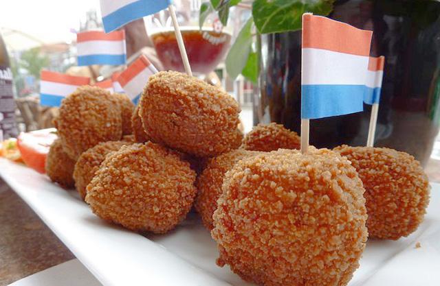 Bitterballen, comida típica de Holanda.