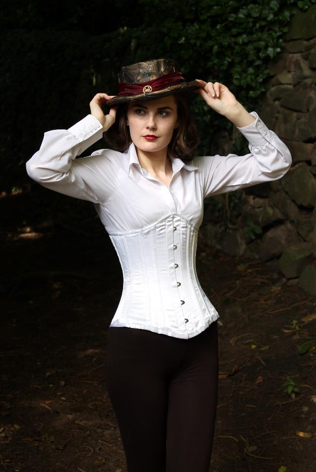 steampunk riding hat outfit via lovebirds vintage