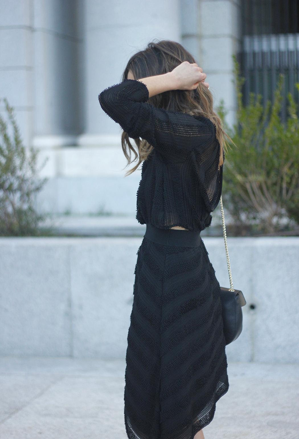 asymmetrical black dress uterqüe bag outfit streetstyle18