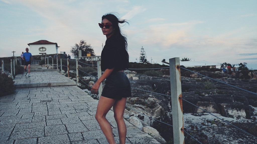 Ванесса Хадженс — Фотосессия для «Find Your California» 2015 – 68