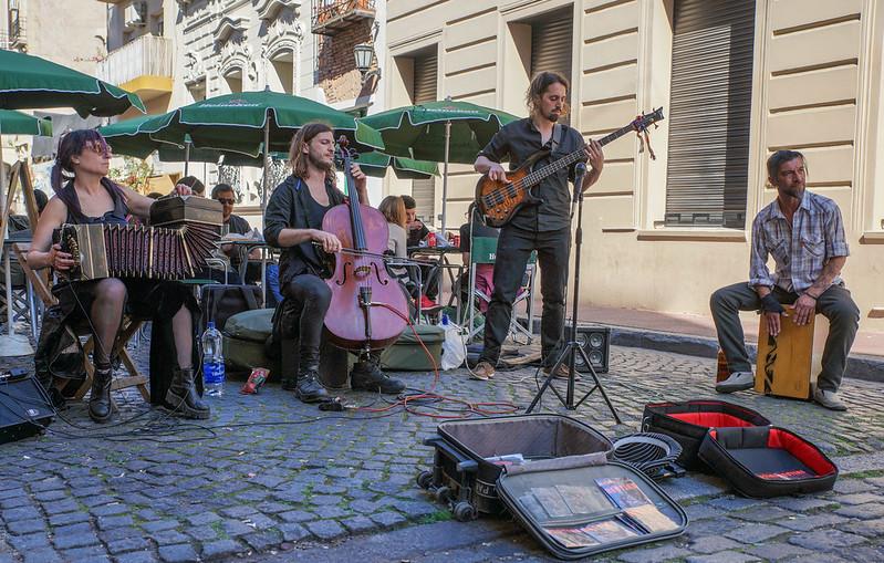 Street musicians - Bestias music band musiikki katusoittajat Buenos Aires Argentina Argentiina