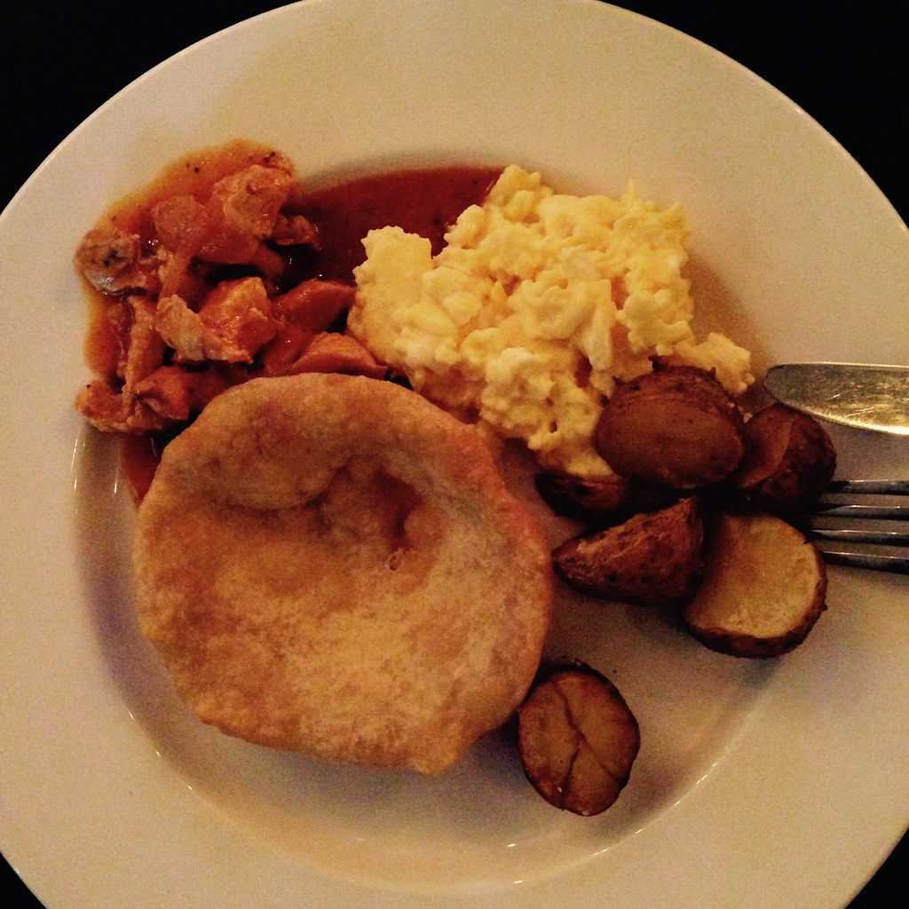 Buffet breakfast at Hampton Panama