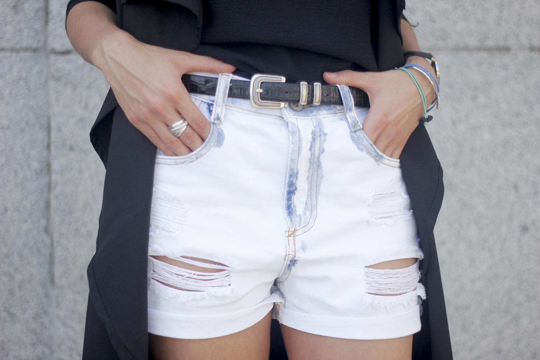 Black Vest Sheinside Shorts Outfit01