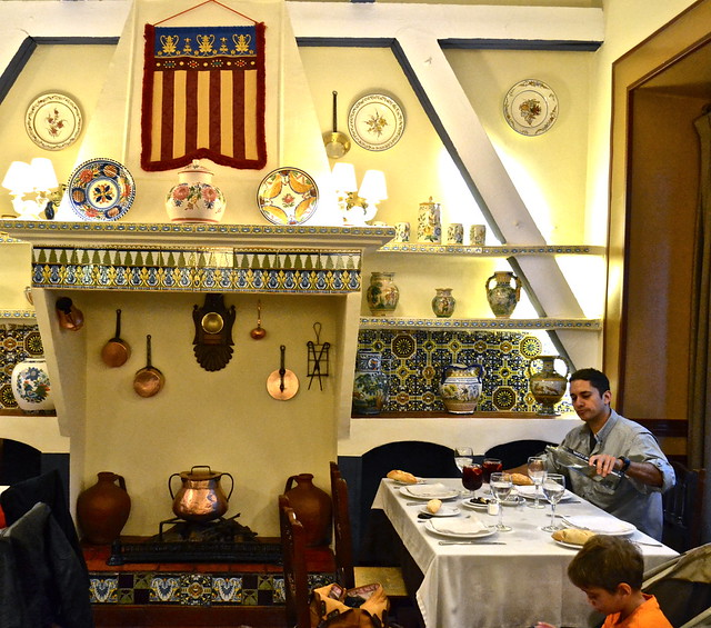dining room - Traditional Spanish Food - La Barraca Restaurant