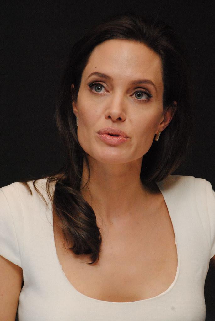 Анджелина Джоли — Пресс-конференция «Несломленный» 2014 – 109