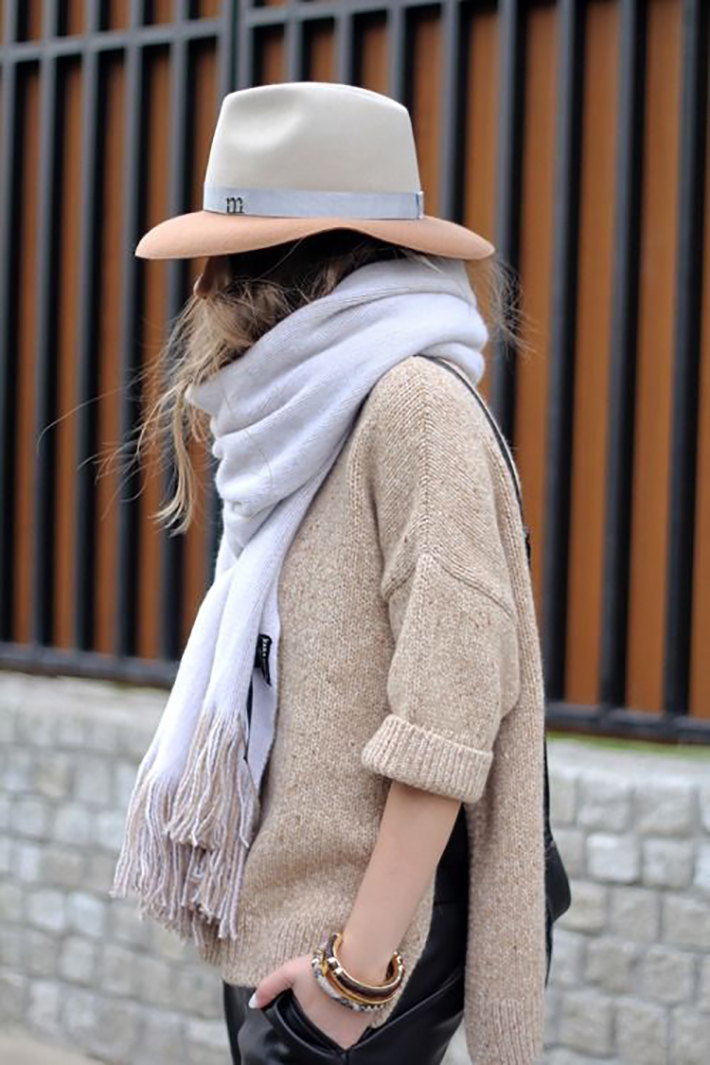 Coats Scarfs And Sweater Winter outfits inspiration streetstyle1
