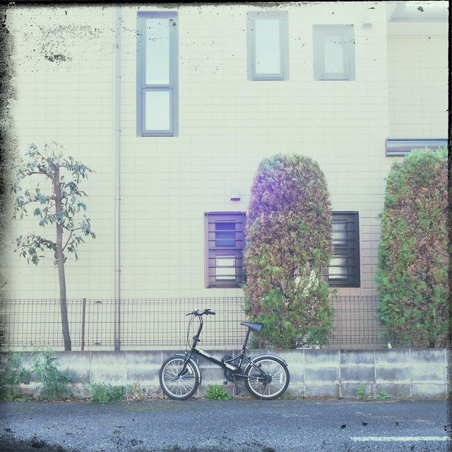 Black bicycle in front of a wall