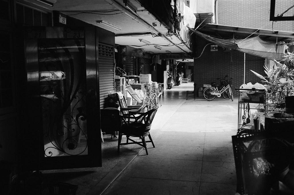 南機場公寓 Taipei / Kodak 400TX / Nikon FM2 間單安靜的下午。  Nikon FM2 Nikon AI AF Nikkor 35mm F/2D Kodak TRI-X 400 / 400TX 2940-0021 2015/11/07 Photo by Toomore