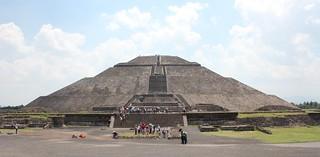 ภาพของ Pirámide del Sol. sun heritage mexico mesoamerica pyramid teotihuacan unesco worldheritagesite avenue unescoworldheritage precolumbian worldheritage 2015 worldheritagelist piramidedelsol pyramidofthesun pirámidedelsol stateofmexico unescoworldheritagelist avenueofthedead teotihuacano valleyofmexico adosada adosadaplatform