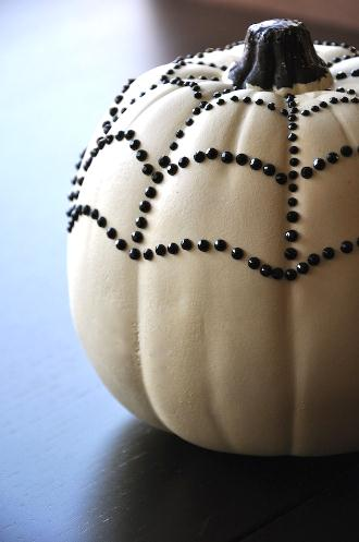 white-pumpkin-black-rhinestone