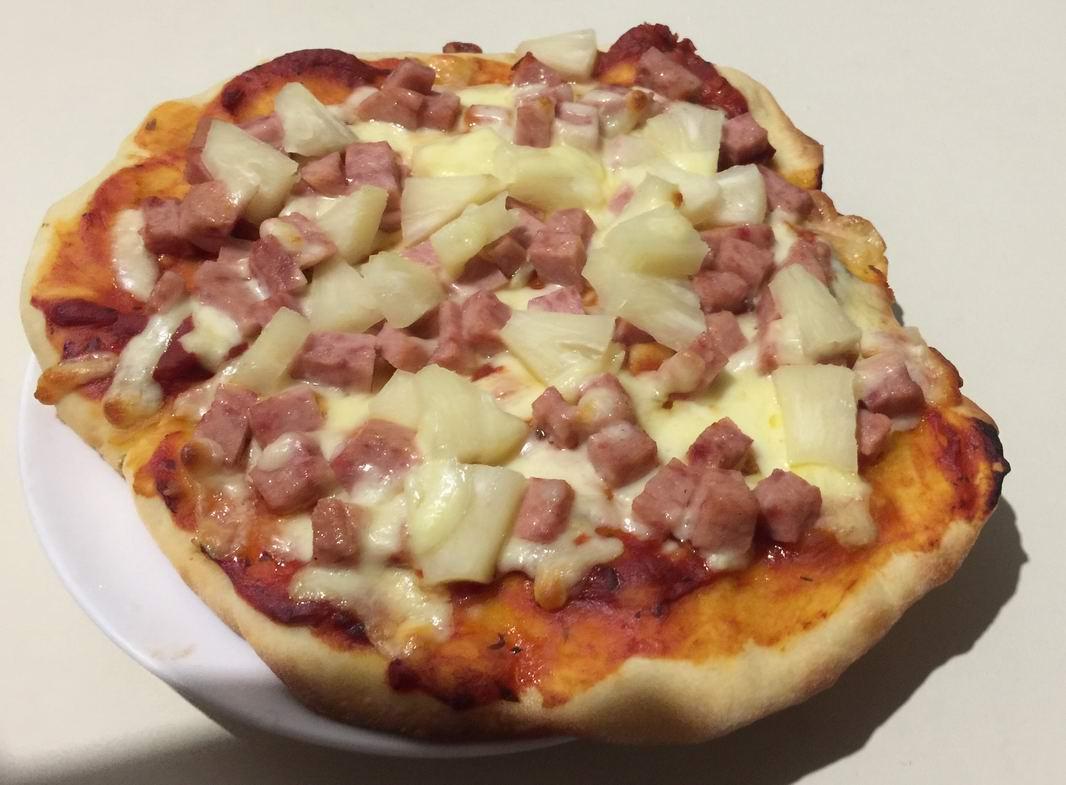 第一次做披萨,面皮没弄得圆