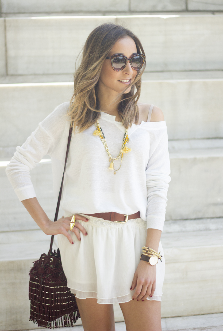 White casual outfit with brown booties and burgundy bag03