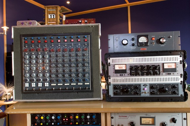 Hughneve1064 and 1081preamp-1024x682