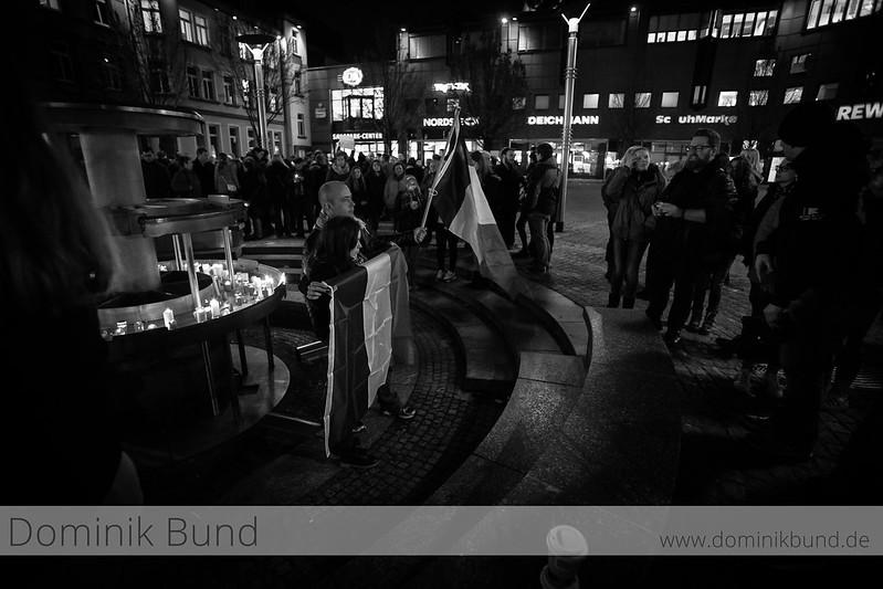 16.11.2015 /  In Neunkirchen gedenken die Menschen den Terroropfern von Paris.