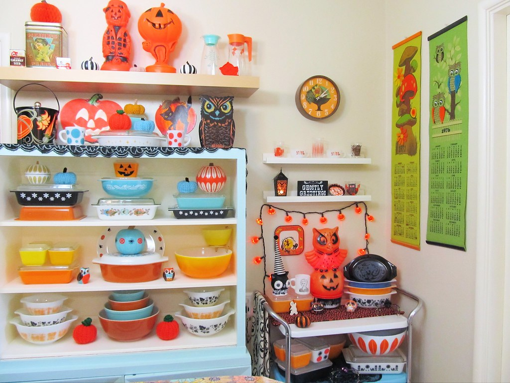 Halloween Pyrex Display 2016