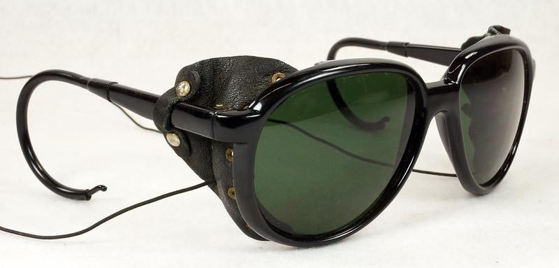 RD14855 Vintage 70s 80s Aviator Ski Motorcycle Sunglasses Black with Leather Side Shield Nylon Frame Japan DSC06476