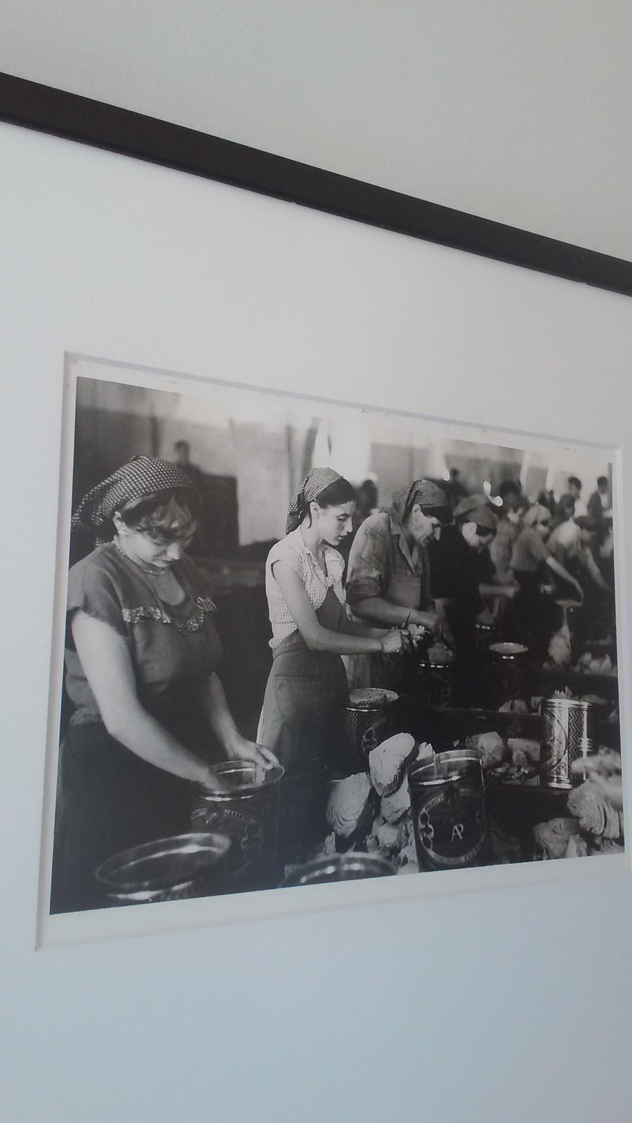 Donne lavoranti alla Tonnara