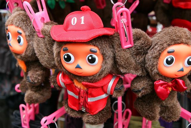 Cute Cheburashka dolls at Izmailovsky flea market, Moscow, Russia モスクワ、ヴェルニサージュ(蚤の市)のチェブラーシカ人形