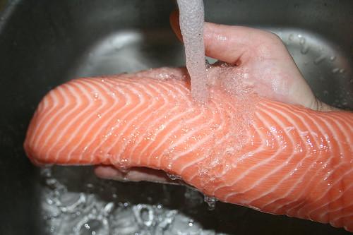 40 - Lachs waschen / Wash salmon