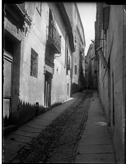 Calle del Ángel en Toledo hacia 1920. Fotografía de Enrique Guinea Maquíbar © Archivo Municipal de Vitoria-Gasteiz