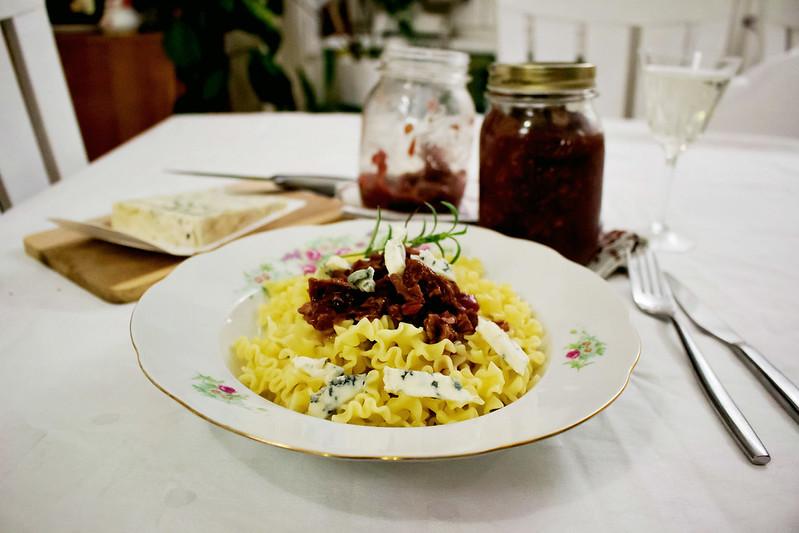 zwergenprinzessin kocht: pasta mit zwetschken-walnuss-chutney & gorgonzola